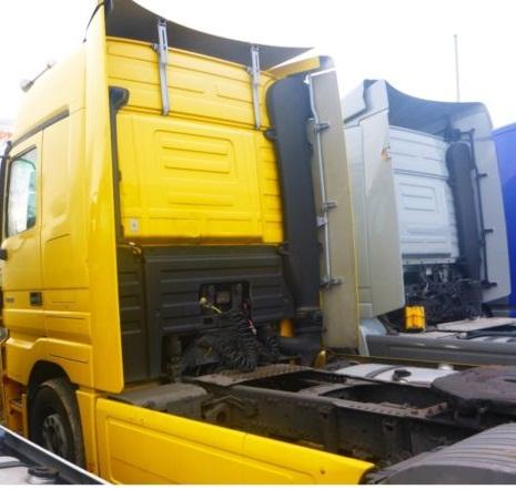 لدينا للبيع شاحنة مرسيدس اكتروس