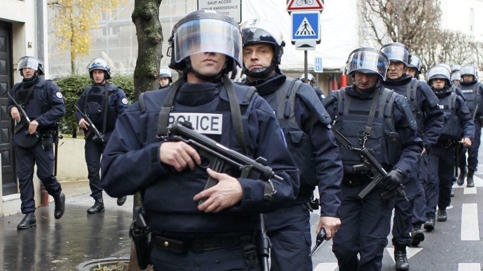 اصابة عدد من الاشخاص امام مسجد الرحمة في مدينة أفينيون جنوب فرنسا