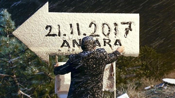 أولى دفعات الثلوج لشتاء العام تتساقط على العاصمة أنقرة 720603124