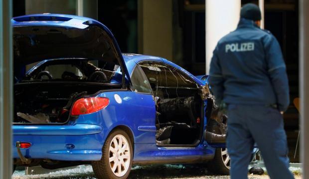 سيارة محملة بمواد متحرقة تقتحم مقر الحزب الديمقراطي الاجتماعي الألماني