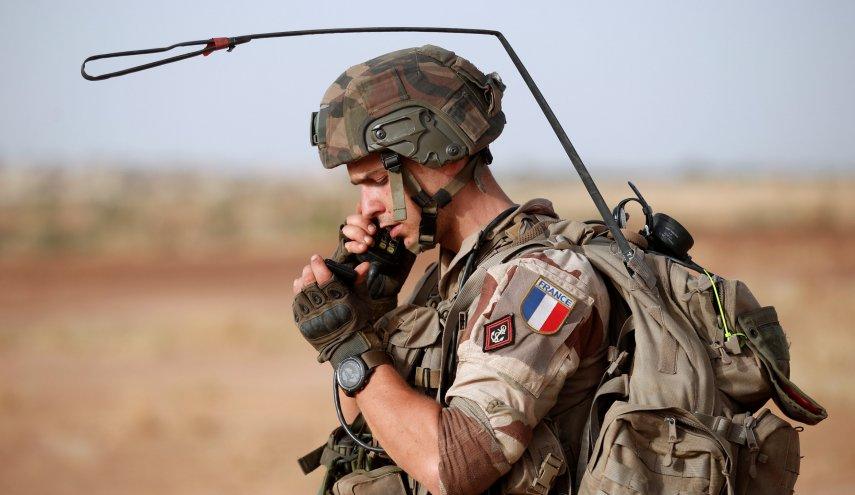 الجيش الفرنسي بنشر ست بطاريات مدفعية على الحدود السورية العراقية