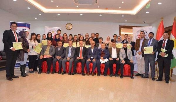 اختتام دورة عن الاتكيت والعلاقات العامة ومراسيم الشرف والبروتوكول الدولي