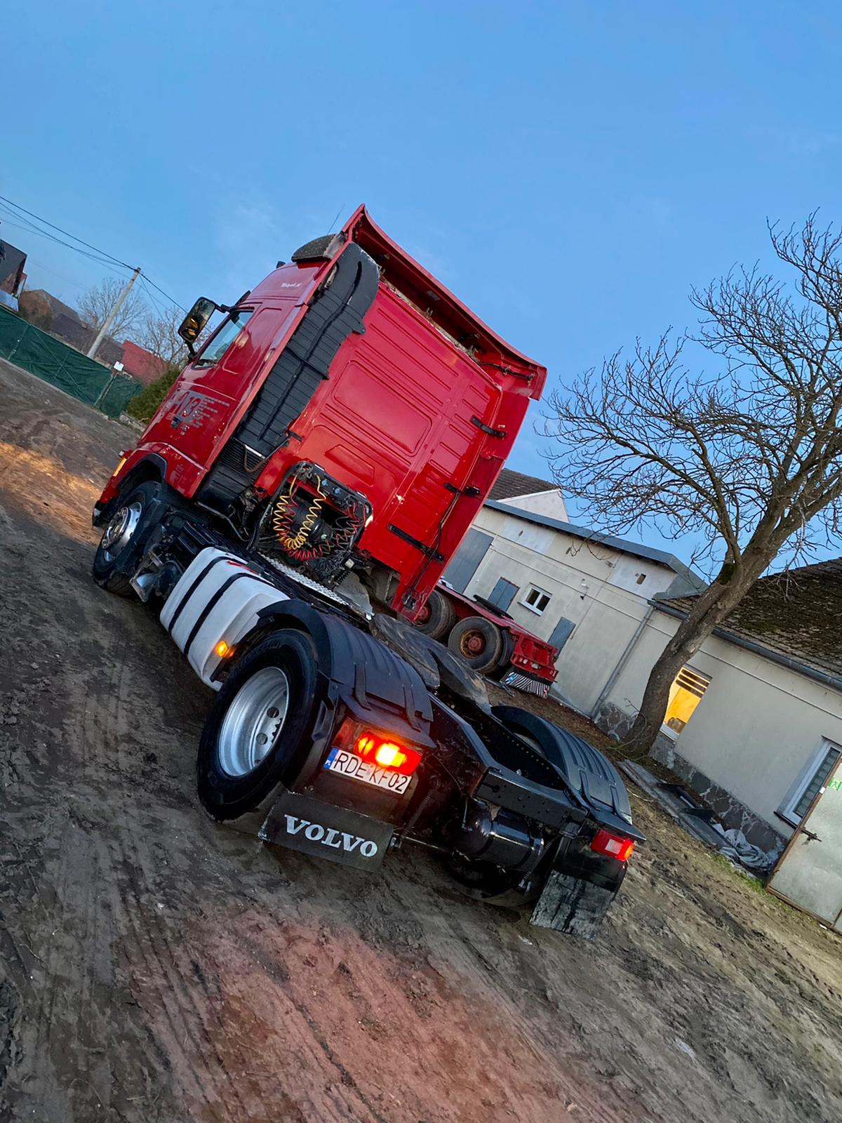 للجادين فقط ..  للبيع الفوري بحالة ممتازة وسعر مناسب شاحنه فولفو 2×4  طراز fh  460 634173965